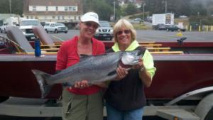 women-guided-fishing-rogue-river-salmon-lg